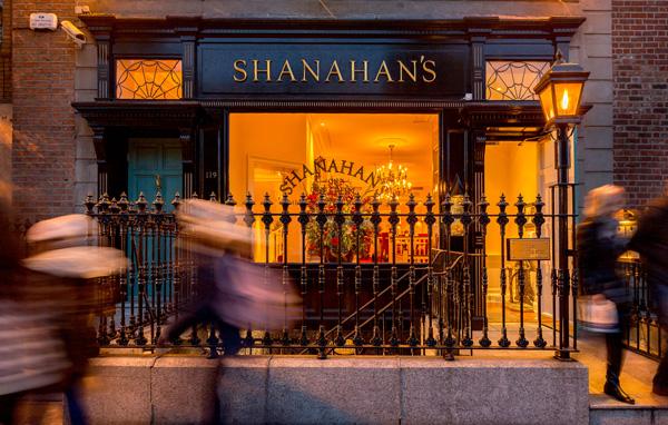 042_shanahans-exterior-night-2